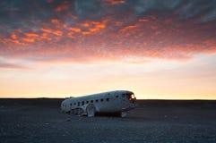 L'avion DC-3 abandonné sur la plage de Solheimasandur Photographie stock