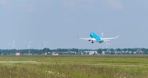 L'avion de KLM décolle Photographie stock libre de droits