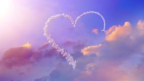 L'avion dessine la forme de coeur sur le ciel illustration stock