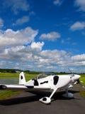 L'avion irlandais a stationné sur la piste Image libre de droits