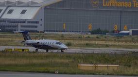 L'avion privé prépare pour décoller clips vidéos