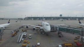 L'avion reste sur le terminal banque de vidéos