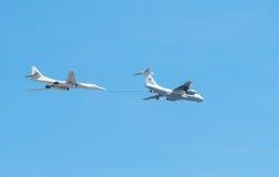 L'avion sarcle le défilé d'une victoire à Moscou Image stock