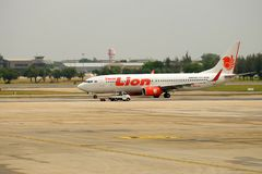 L'avion thaïlandais de Lion Air arrive à la destination de Bangkok Photographie stock