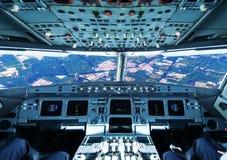 L'avion a volé au-dessus de la ville Photographie stock libre de droits