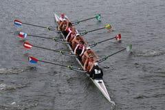 L'aviron de Cambridge emballe dans la tête du championnat Eights de Charles Regatta Women images stock