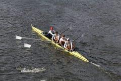 L'aviron de Cambridge emballe dans la tête du championnat Fours des femmes de Charles Regatta photo stock