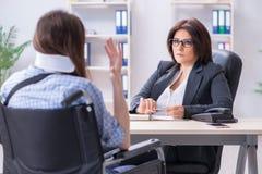 L'avocat de visite blessé des employés pour le conseil sur l'assurance photo libre de droits