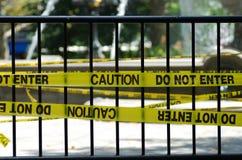 L'avvertenza e non entra nel segno fotografia stock libera da diritti