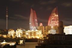 l'azerbaijan bacu Vista al paesaggio della città Torri della fiamma Immagine Stock Libera da Diritti