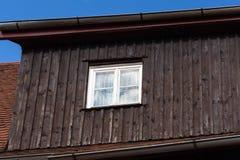 l'azienda agricola di perno al mese della molla può in campagna rurale tedesca del sud Immagini Stock