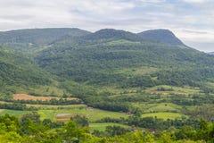 L'azienda agricola Morro fa il paesaggio della montagna del gaucho immagini stock