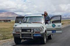L'azionamento dei turisti del Tibet Immagine Stock