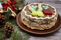 L?ckert dekorerat med en kr?m- kaka Traditionell ukrainsk Kiev kaka arkivbild