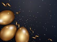 L'or de Pâques eggs avec de l'or de confettis et l'endroit foncé de texture en métal Image stock