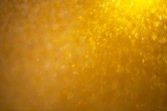 L'or de résumé a brouillé le fond avec le nombreux bokeh de fête lumineux coloré Texture avec l'espace de copie pour le texte photographie stock libre de droits
