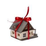 L di modello casa nel pacchetto fotografia stock libera da diritti