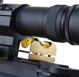 L'di portata del fucile AR-15 ha controllato che è livellato con la pistola fotografie stock libere da diritti