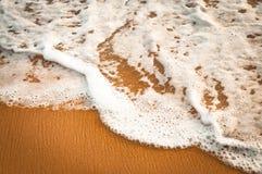 l'eau à sable jaune et lisse d'océan avec bulles Images libres de droits