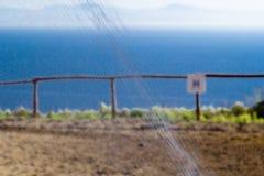 L'eau arrosent l'irrigation et la barrière de cheval Photographie stock libre de droits