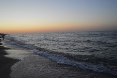 L'eau avant coucher du soleil sur la mer photographie stock