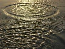 L'eau avec des ondulations Image stock
