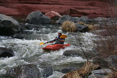 L'eau blanche kayaking images stock