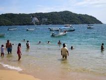 L'eau bleue chez Puerto Marquez photographie stock