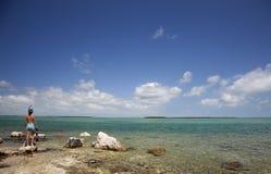 L'eau bleue claire naviguant au schnorchel Photos libres de droits