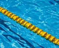 L'eau bleue dans la piscine Photos libres de droits