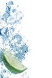 l'eau bleue de bulles Photos stock