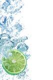 l'eau bleue de bulles Photographie stock