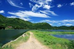 l'eau bleue de ciel de crête d'espace libre de château Images stock