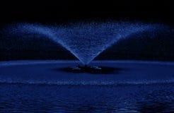 L'eau bleue de fontaine Photos libres de droits
