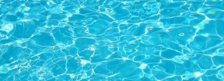 L'eau bleue de pétillement d'Aqua Photos libres de droits