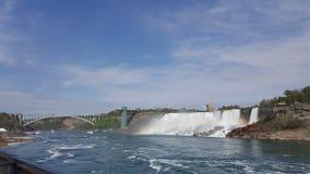 L'eau bleue de paysage de tainbow de chutes du Niagara photos stock