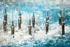 L'eau bleue de robinets de fontaine Images libres de droits