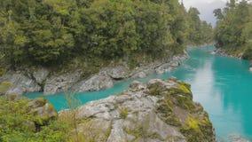 L'eau bleue et roches, réservation scénique de gorge de Hokitika, île du sud Nouvelle-Zélande banque de vidéos