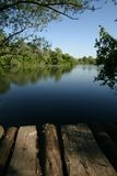 L'eau calme avec le chemin Photos libres de droits