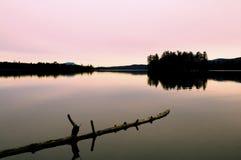 L'eau calme dans l'automne Photographie stock