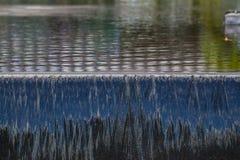 L'eau circulant vers le bas Photo stock
