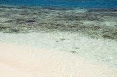 L'eau claire d'océan Photos stock