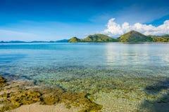 L'eau claire de la côte de l'île de Kelor photo libre de droits