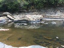 L'eau claire de la crique profonde Photo libre de droits