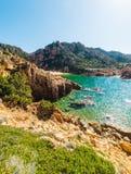 L'eau claire en plage de Li Cossi, Costa Paradiso Photo stock