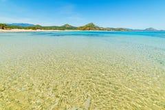 L'eau claire en plage de Scoglio di Peppino Photographie stock