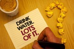 L'eau conceptuelle de boissons d'apparence d'écriture de main Un bon nombre de lui Liquides potables de présentation de photo d'a photo libre de droits