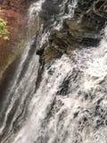 L'eau coulant en bas de Brandywine tombe en parc national de l'Ohio photos libres de droits