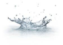 L'eau d'éclaboussure d'isolement sur le fond blanc. Photo libre de droits
