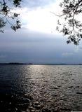 L'eau d'éclat sur le lac Image libre de droits